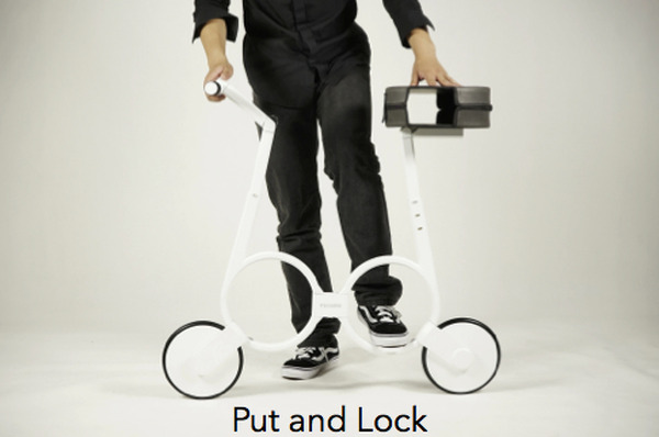 電動自転車を折り畳んで ...
