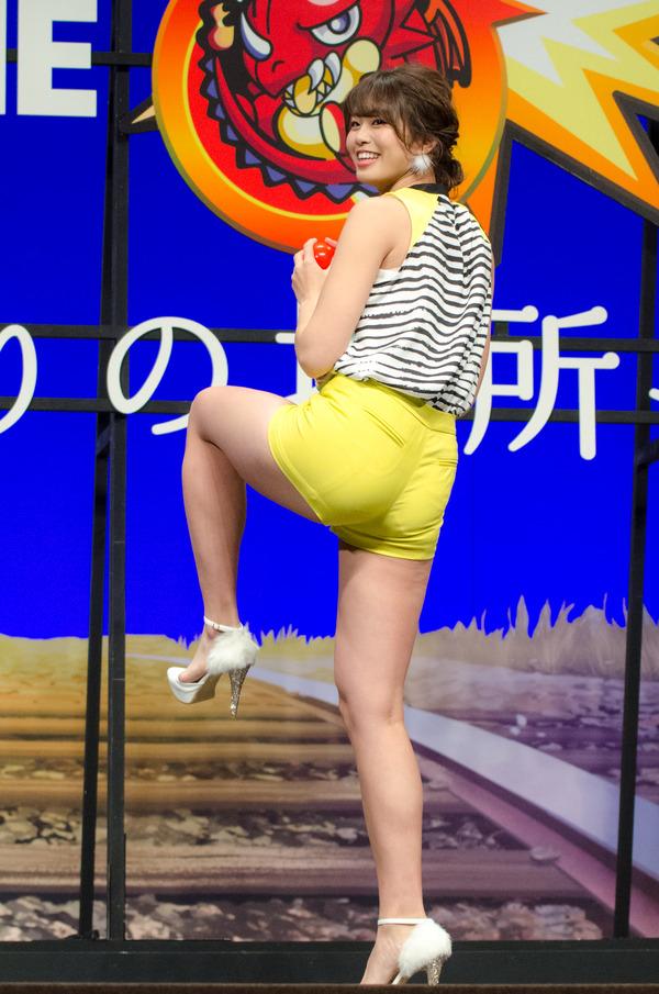 熟女動画 篠田あゆみ 母親の谷間に興奮する息子にこれ以上ダメといいつつエッチまでさせちゃうw