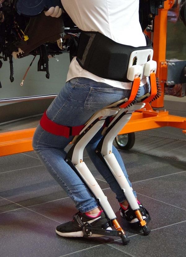まるで空気椅子? アウディ生産現場に「椅子のない椅子」 | CYCLE やわらかスポーツ情報サイト