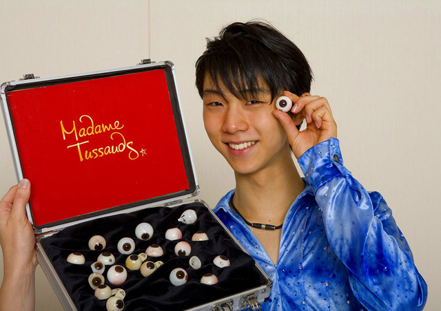 羽生選手等身大フィギュア - (C) The images shown depict wax figures created and owned by Madame Tussauds.