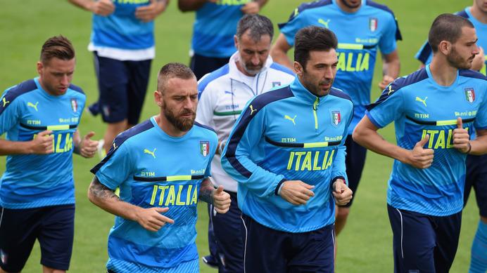 サッカーイタリア代表、スター不...
