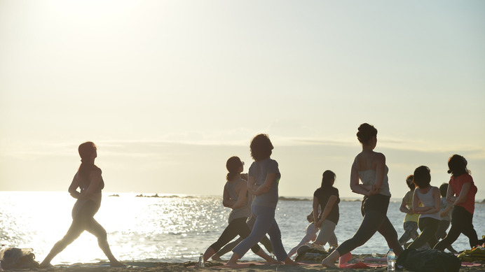 ビーチヨガの祭典「SHONAN BEACH YOGA WEEK in HAYAMA」開催
