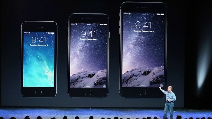 左から iPhone 5s、6、6 Plus (c) Getty Images