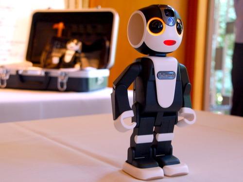 スマホの最終形態はロボット?…モバイル型ロボット電話「ロボホン」発売 画像