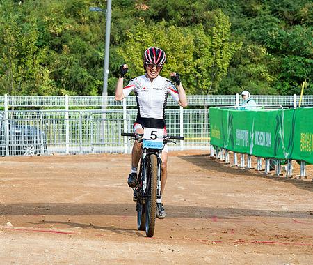 中込由香里がアジア競技大会の女子マウンテンバイクで3位