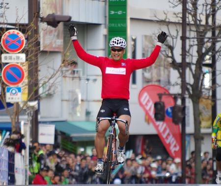 【ジャパンカップ14】レジェンドクリテリウムは「競輪の神様」神山雄一郎が今中大介、片山右京を抑えて優勝