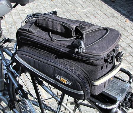 【津々見友彦の6輪生活】ゴムロープが襲いかかる!…自転車乗車時、荷物をどう運ぶ?