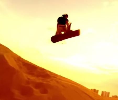 「なにこれめっちゃ楽しそう!」雄大な砂丘でバックカントリー