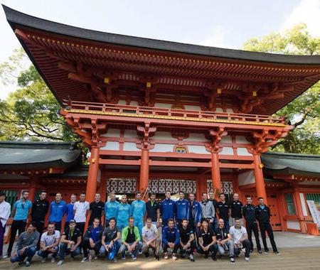【ツール・ド・フランスさいたまクリテリウム14】海外選手が日本文化に触れる交流会 武蔵一宮氷川神社で巫女舞を見学
