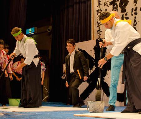【ツール・ド・フランスさいたまクリテリウム14】海外選手が日本文化に触れる交流会 書道と茶道を体験