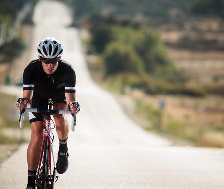 ジャイアントがスペインのエチェオンドと共同開発したサイクリングウエア登場