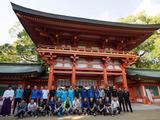 【ツール・ド・フランスさいたまクリテリウム14】海外選手が日本文化に触れる交流会 武蔵一宮氷川神社で巫女舞を見学 画像