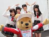 【スーパーフォーミュラ 第2戦】AKB48 Team8がサーキットに登場!「充電プリウス」披露で賑わう 画像