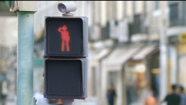 自転車の 自転車 赤信号無視 : 踊る赤信号で信号無視激減 ...