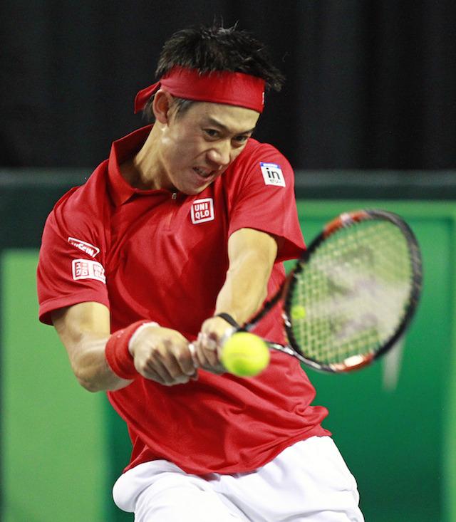 テニスコートの中では、こんな闘志あふれる表情に。
